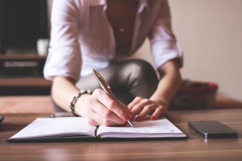 Hãy yêu một cô nàng thích viết!