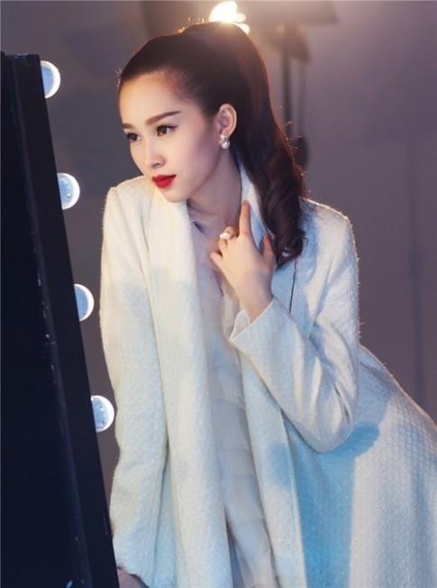 Hoa hậu Thu Thảo - mĩ nhân mặc đẹp từ điệu đà đến thanh lịch, cá tính