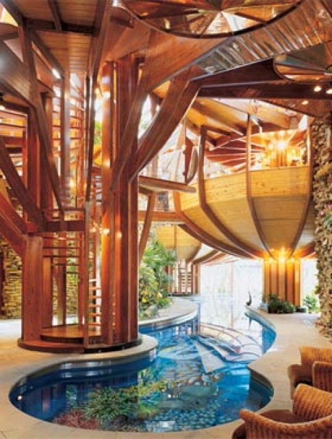 'Hoành tráng' bể bơi trong nhà