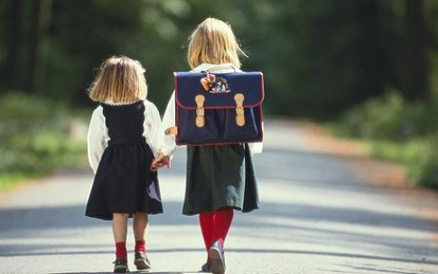'Hôm nay con học thế nào?' - câu vô nghĩa bố mẹ hỏi trẻ khi tan trường