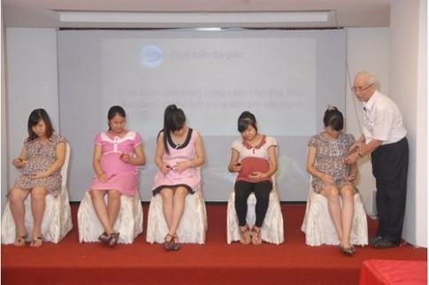 Hơn 100 mẹ bầu ở Nam Định học thai giáo