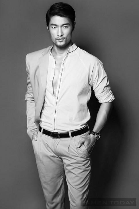 Johnny Trí Nguyễn nam tính trong shoots hình đen trắng