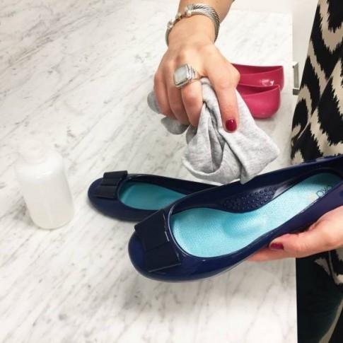 Kinh nghiệm đi giày không bị phồng, đau hay hôi chân