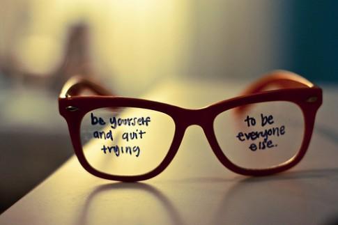 Là chính mình, và đừng cố sống giống như mọi người!