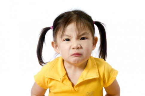 Làm gì khi con gái lớp hai thường xuyên đánh bạn ở lớp
