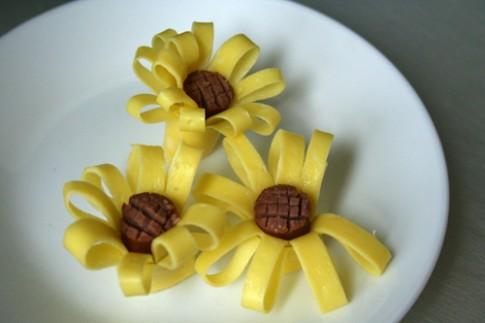 Làm 'hoa hướng dương' từ trứng