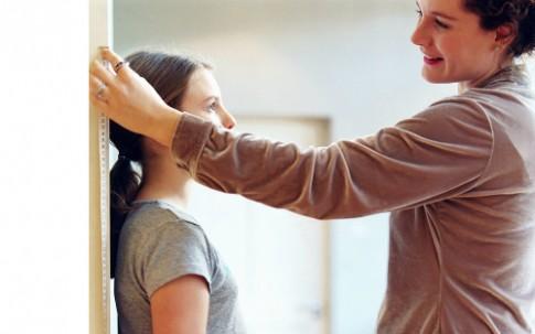 Làm sao giúp con gái phát triển chiều cao