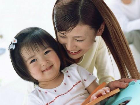 Làm thế nào để dạy con gái sống tình cảm