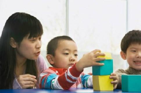 Làm thế nào để trẻ tư duy bằng bạn cùng tuổi?