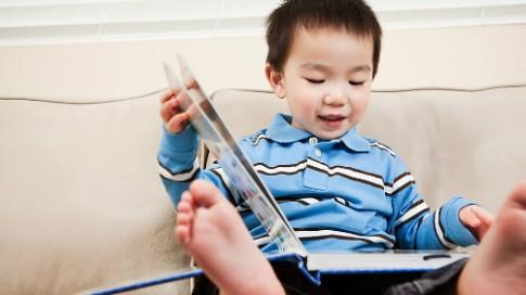 Lợi ích của việc đọc sách cho trẻ nhỏ