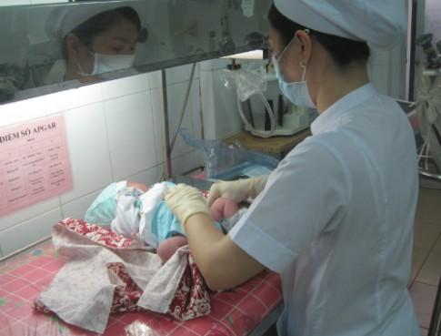 Lưu ý khi tắm và chăm sóc rốn trẻ sơ sinh