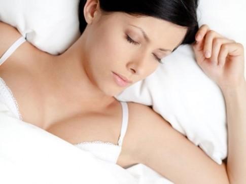 Mặc áo ngực khi ngủ và những điều chị em cần biết