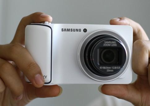 Máy ảnh chạy Android của Samsung giá 12,8 triệu đồng