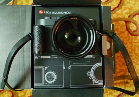 Máy ảnh đen trắng Leica M-Monochrom giá 195 triệu đồng