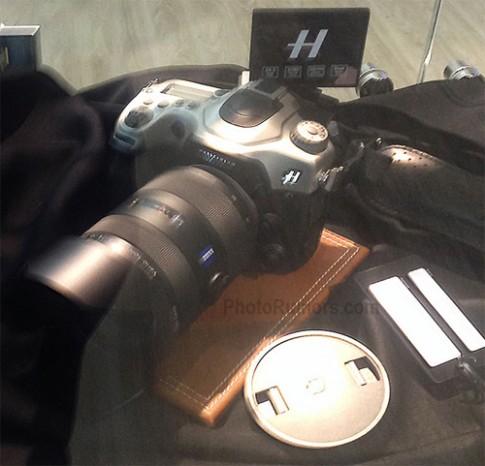 Máy ảnh Hasselblad 'ruột' Sony ngàm A xuất hiện