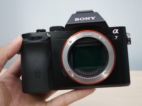 Máy ảnh không gương lật Full Frame Sony giá từ 35 triệu đồng