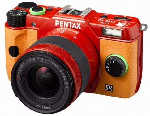 Máy ảnh Pentax Q10 phong cách Anime