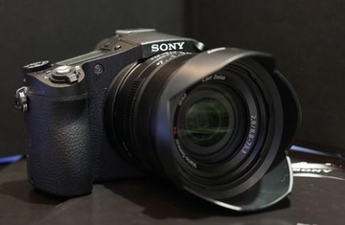 Máy ảnh zoom lớn cao cấp của Sony có giá 26,9 triệu đồng