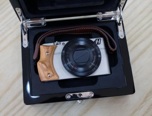 Máy compact cao cấp nhất của Hasselblad giá 47,3 triệu đồng