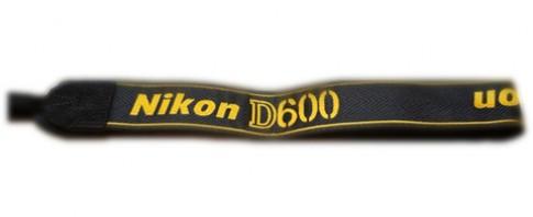 Máy full-frame Nikon D600 giá có thể chỉ 1.500 USD