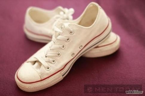 Mẹo 'giặt' giày sneaker đúng cách
