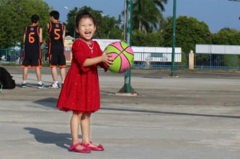 Mimi mê trái bóng tròn