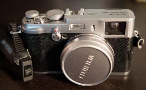 'Mổ xẻ' Fujifilm X100