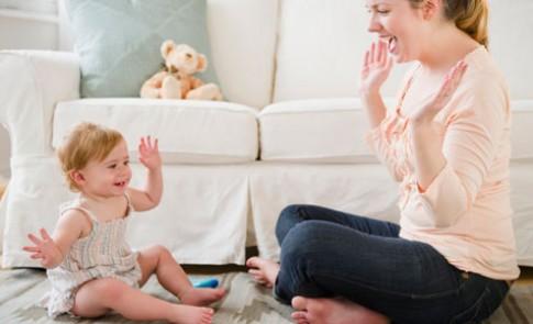 Mốc phát triển trẻ cần đạt khi 1 tuổi