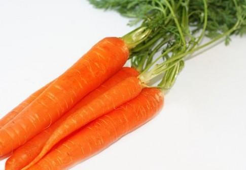 Món ăn đẹp da từ cà rốt và cải xoong