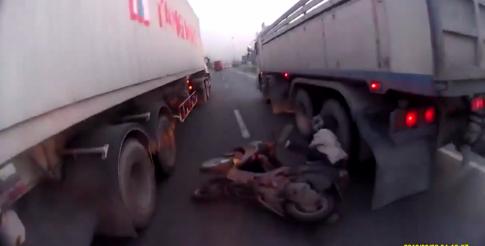 Một Biker thoát chết dù xảy ra tai nạn nghiêm trọng