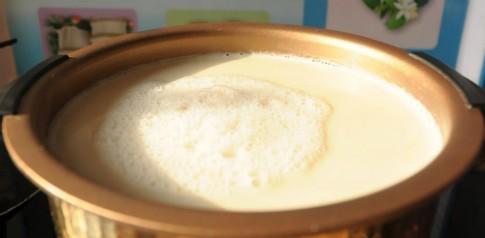 Một lần đãng trí, tôi vô tình biết cách nấu sữa đậu nành ngon hơn