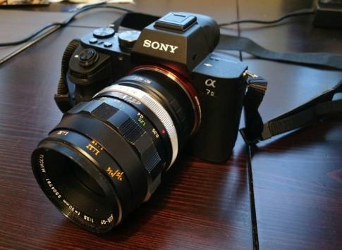 Một lựa chọn ống kính tiết kiệm cho anh em chơi máy ảnh Sony