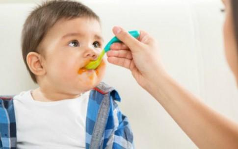 Muốn con thích rau, hãy tập cho bé ăn trước 2 tuổi