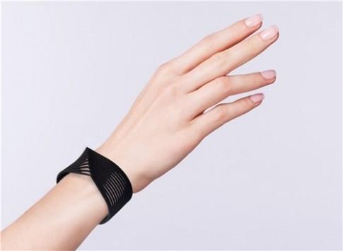 Nên đeo vòng tay bên nào để gặp rủi hóa lành?