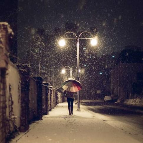 Ngày cuối cùng của năm, em độc bước trên phố đông người...