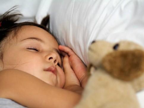 Ngủ không điều độ dễ ảnh hưởng đến hành vi của trẻ