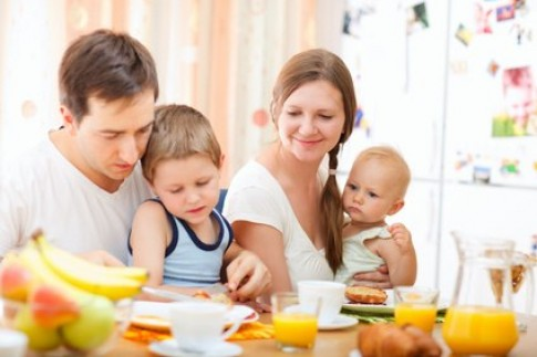 Nguyên tắc vàng giúp bé ăn ngoan thời công nghiệp