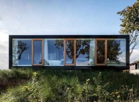 Nhà ẩn tầng sau lớp cỏ xanh mướt