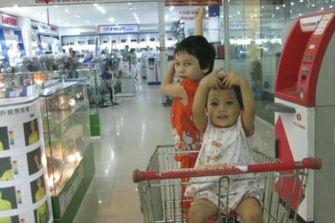 Nhím và Dĩn đi siêu thị