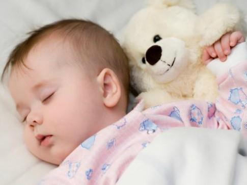 Những lý do khiến bé ít ngủ