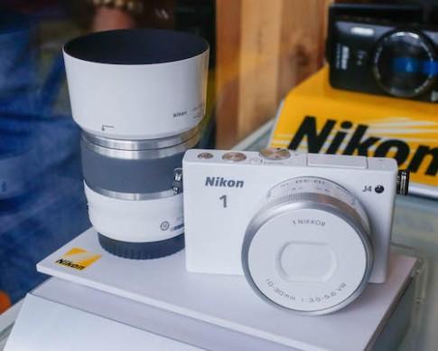 Nikon 1 J4 với cảm biến lấy nét lai giá 17 triệu đồng