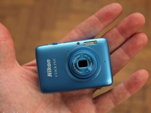 Nikon Coolpix S02 - máy ảnh tý hon zoom quang 3x
