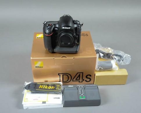 Nikon D4S về Việt Nam, giá gần 140 triệu đồng