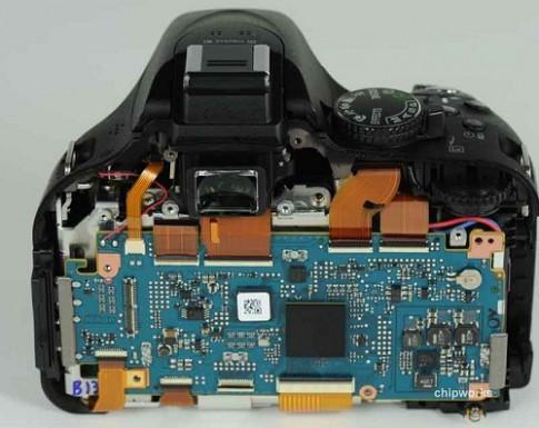 Nikon D5200 sử dụng cảm biến củaToshiba