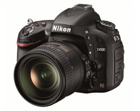 Nikon D600 giảm giá 100 USD