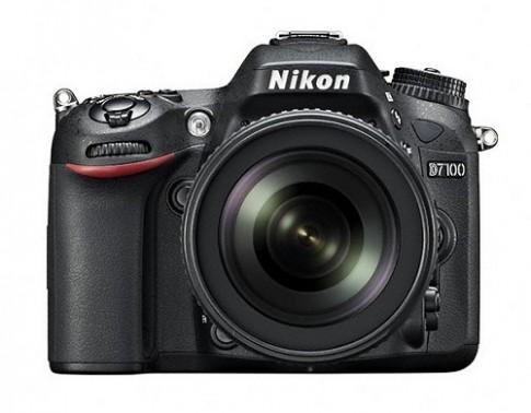 Nikon D7100 không phải là mẫu thay thế cho D300s