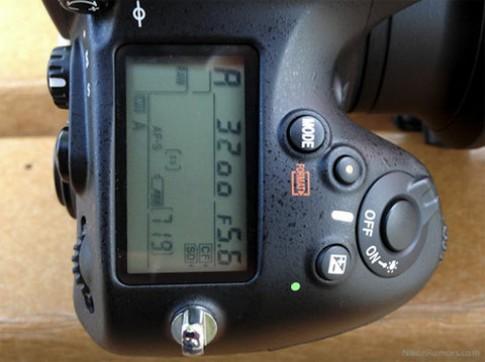 Nikon sửa lỗi khóa trên D4 và D800
