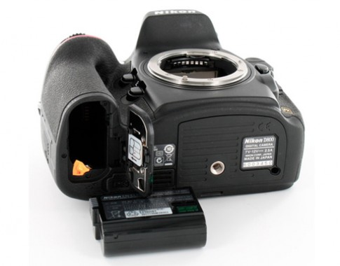 Nikon thu hồi pin trên D800, D7000 và V1