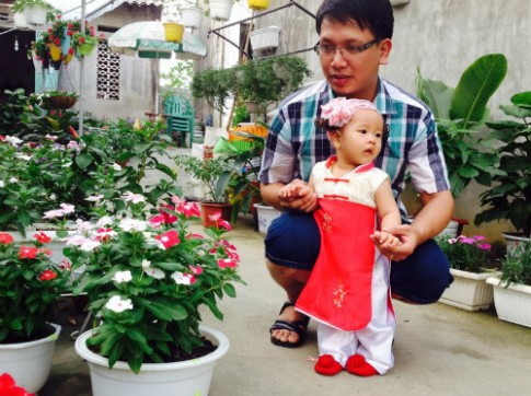 Nỗi lòng người cha theo bước đi đầu tiên của con gái