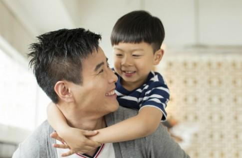 Ông bố tốt đối xử với con như thế nào